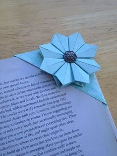 How to get children folding EASY ORIGAMI TULIPS. A great starting origami with only a few steps. Origami is a … Diy Origami, Origami Simple, Origami Paper Folding, Origami And Kirigami, Paper Crafts Origami, Oragami, Dollar Origami, Origami Ideas, Diy Bookmarks