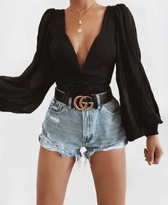Perfect Outfits To Try Right Now – Clothes mode, Check more at 50 beautiful women casual outfits ideas for spring – nature – fashion – travel passion – crafts – outfit ideas – # SPRING # for Cute outfits with sweaters for school or college in winter … Cute Casual Outfits, Short Outfits, Spring Outfits, Chic Outfits, Black Outfits, Black Denim Shorts Outfit, Casual Shorts Outfit, Ladies Outfits, 30 Outfits