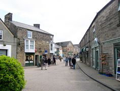 My moms maiden name is bakewell! Places To Visit Uk, Places To Go, Great Places, Places Ive Been, Bakewell Derbyshire, Chatsworth House, Peak District, Town And Country, Yorkshire