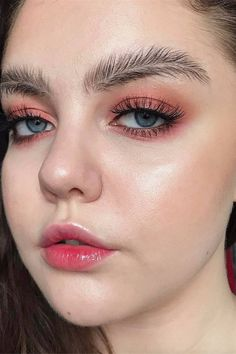 as ridiculous as the eyebrows look, this makeup is flawless Eyebrow Fails, Eyebrow Trends, Makeup Trends, Makeup Inspo, Beauty Trends, Makeup Inspiration, Makeup Ideas, Makeup Geek, Makeup Tips