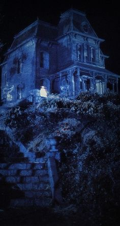Isn't this the house from Psycho? | Blue ~ Hill House