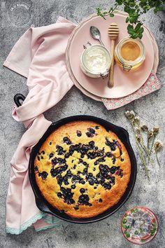 French Yogurt Cake, Cake Chocolate, Camembert Cheese, Blueberry, Cake Recipes, Cheesecake, Sweets, Traditional, Desserts