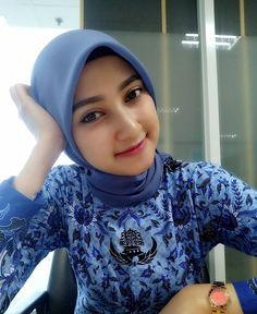Pin Image by Celeb Joss Casual Hijab Outfit, Hijab Chic, Beautiful Muslim Women, Beautiful Hijab, Muslim Fashion, Hijab Fashion, Hijab Dpz, Muslim Beauty, Beautiful Girl Photo