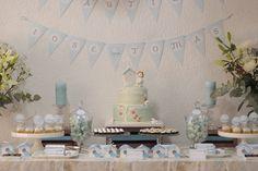 Mesa dulce o candy bar para un bautizo con temática de pajaritos. Adecuado para baby shower y un cumpleaños de un año. celebracandela@gmail.com