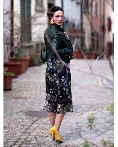 Если вы хотите купить легкое платье, которое вы сможете носить сейчас, а также и летом. Тогда выбирайте платье с различным принтом, но в… Dresses With Sleeves, Street Style, Long Sleeve, Fashion, Moda, Sleeve Dresses, Urban Style, Long Dress Patterns, Fashion Styles