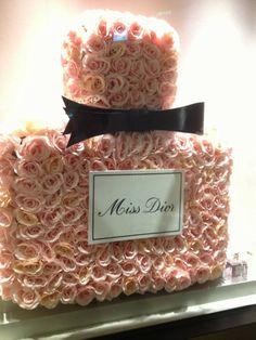 Miss Dior @}-,-;—
