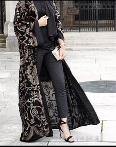 A b a y a 417 www podur co uk Abaya Fashion, Muslim Fashion, Kimono Fashion, Modest Fashion, Fashion Dresses, Abaya Mode, Mode Hijab, Mode Kimono, Iranian Women Fashion