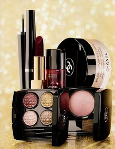 Chanel-Holiday-2012-Eclats-du-Soir-de-Chanel-Collection  Le Vernis: Malice (deep red-black) LE,   Rose Cache (rose beige) repromote