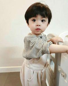 Jeon jungkook hanyalah yeoja rapuh yang sangat pandai menyembunyikan … #percintaan # Percintaan # amreading # books # wattpad Cute Asian Babies, Korean Babies, Asian Kids, Cute Baby Boy, Lil Baby, Cute Kids, Couple Ulzzang, Ulzzang Kids, Cute Baby Pictures