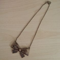 Bow necklace!! Super cute never worn necklace!! Let me know if there are any questions. Charming Charlie Jewelry Necklaces