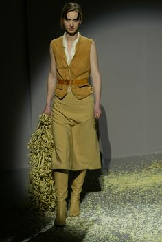 A look from Martin Margiela Fall 2003 collection Deep Autumn,  Deconstruction, Maison Martin Margiela f703fcc3a35