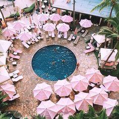 The pool and all the pinkness at the Royal Hawaiian Hotel on Waikiki Beach, Honolulu, Hawaii. Pink Summer, Summer Of Love, Summer Vibes, Summer Skin, Style Rose, Estilo Tropical, Pink Umbrella, Beach Umbrella, Tumbrl Girls