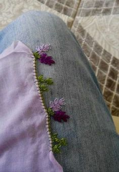 This Pin was discovered by Yıl Flower Embroidery Designs, Lace Embroidery, Embroidery Patterns, Crochet Bebe, Knit Crochet, Crochet Borders, Needle Lace, Bargello, Olay