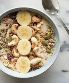 A quick and simple recipe for the Ultimate Banana Smoothie Bowl, topped with toasted oats, cashews, seeds and cocoa nibs. Deliciously healthy!