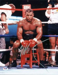 Signed Tyson Picture - Sitting In Corner Psa dna Itp Boxing Training, Boxing Workout, Mike Tyson Boxing, Dodgers, Tupac Pictures, Mma Gym, Professional Boxing, Messi, World Boxing