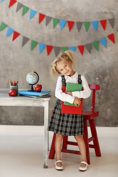 Children Photography Ideas Studio Backdrops Ideas For 2019 Preschool Photo Ideas, Preschool Pictures, Back To School Pictures, School Photos, Preschool Photography, Children Photography, Kindergarten Photos, Photography Mini Sessions, Photography Ideas