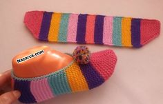 Knitted Slippers, Sweetheart Dress, Sunglasses Case, Diy And Crafts, Stripes, Socks, Knitting, Hats, Pattern