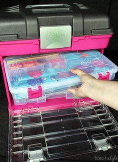 An ORGANIZED CAR KIT for families always on the go. Put together one of these DIY car storage kits to always be prepared with snacks tools hygiene clothing care and entertainment. Everything moms need for road trips and busy days around town. Trunk Organization, Organisation Hacks, Car Trunk Organizer, Organizing Tips, Diy Auto, Smart Car Accessories, Car Storage, Car Hacks, Utila