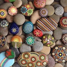 Arts And Crafts App Product Pebble Painting, Dot Painting, Pebble Art, Stone Painting, Stone Crafts, Rock Crafts, Arts And Crafts, Mandala Rocks, Mandala Art