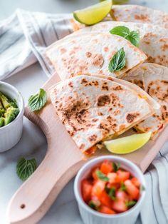 Nopeat ja Helpot Kanaquesadillat | Annin Uunissa Most Delicious Recipe, My Cookbook, Quesadilla, Tex Mex, Easy Cooking, Cheddar, Food And Drink, Yummy Food, Snacks