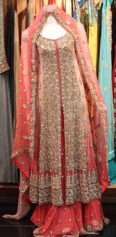 Pink n gold Walima Dress, Shadi Dresses, Pakistani Formal Dresses, Pakistani Wedding Outfits, Indian Gowns Dresses, Indian Bridal Outfits, Pakistani Bridal Dresses, Pakistani Dress Design, Pakistani Couture