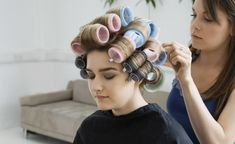 Roller styling techniques - How to guide for roller-set styling and using hot rollers to style hair Formal Hairstyles, Vintage Hairstyles, Up Hairstyles, Hot Roller Curls, Using Hot Rollers, Curl Formers, Long Lasting Curls, Hair Setting, Roller Set
