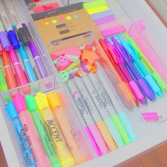 Find images and videos about school, pencil and pen on we heart it - the app to get lost in what you love. School Stationery, Stationery Items, Cute Stationery, Cool School Supplies, Diy Supplies, Office Supplies, Material Da Barbie, School Suplies, Stationary Store