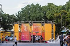 estúdio chão uses scaffolding to build temporary structures for festival in rio Container Architecture, Space Architecture, Temporary Architecture, Tree Tent, Water Sprinkler, Temporary Structures, Dubai Skyscraper, Green Sky, Scaffolding