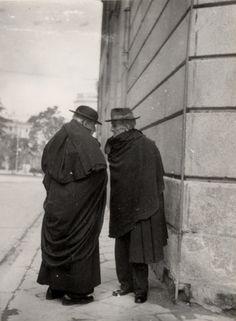 Conversation, Madrid, c.1950-51 by George Brassaï. S)