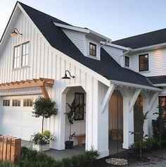 The farmhouse exterior design totally reflects the entire style of the house and the family tradition as well. The modern farmhouse style is not only for interiors. It takes center stage on the exterior as well. Exteriors are adorned with bright-siding, t Modern Farmhouse Style, Farmhouse Homes, Farmhouse Decor, Farmhouse Front, Craftsman Farmhouse, Farmhouse Plans, Cottage Farmhouse, Craftsman Style, Contemporary Farmhouse Exterior