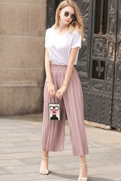 Women's Pleated Summer Pants - Discover Our Latest Collection of Women Trousers Uniqlo Outfit, Pink Pants Outfit, Summer Pants Outfits, Trousers Women, Pants For Women, Clothes For Women, Clothes Sale, Women's Clothes, Linen Pants Women