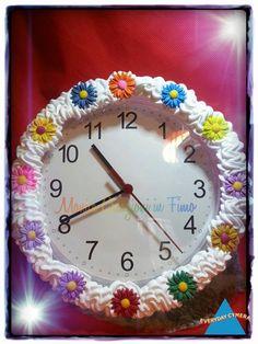 Orologio da parete decorato con fiori in pasta polimerica