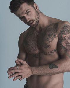 Elenco para histórias – BOYS – Charlie Winzar – Tattoo World Inked Men, Bearded Tattooed Men, Bearded Men, Hot Tattooed Men, Charlie Winzar, Männermodels Tattoo, Beard Tattoo, Male Models Tattoo, Hot Guys Tattoos