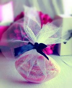 Bubblegum kisses £3.00, a very inexpensive way to wrap favors