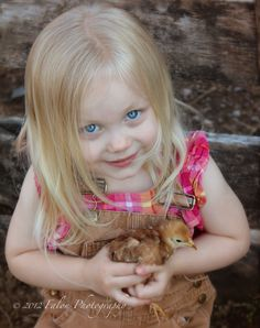 Cowboy Girl, Little Cowboy, Easter Pictures, Baby Pictures, Little Ones, Little Girls, Kindness To Animals, Blonde Hair Blue Eyes, Sweet Pic
