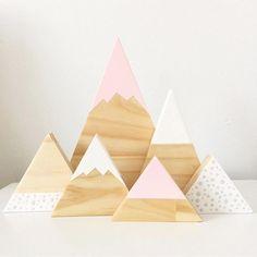 Pastel pink and light grey spotty mountain set Available on the website now, link in bio #handmade #timber #timbertriangles #timbermountains #nursery #nurseydecor #kidsfashion #kidsroominspo #homedecor #interiordesign