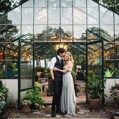 So grateful to see Tiffany & Nicky's greenhouse wedding in New York featured on @greenweddingshoes today! So many high fives ✋ Instagram Profile: @ryanflynnphoto Source/Origem: https://www.instagram.com/p/BVqewvWF93L/