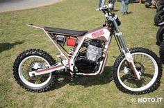 Tra gli annunci di Moto.it abbiamo notato questa special su base Honda NX 650 Dominator del 1989. E' stata di recente premiata alla Biker Fest di Lignano e alla Bike Week di Jesolo