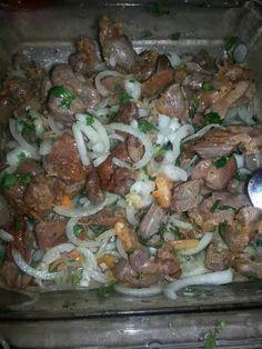 Mollejas de pollo , con cebolla cilantro chile avanero y limon.