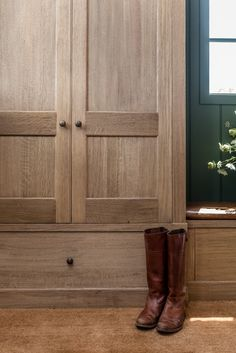 Angela Wheeler Design – Mudroom with white oak built in cabinet, dark green panelled wall coir matting. Mudroom Cabinets, Built In Cabinets, Forest Cottage, Coir Matting, Furniture Layout, Maine House, White Oak, Home Staging, Built Ins