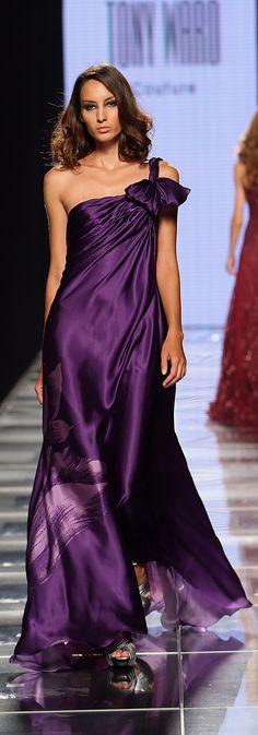 All Things Purple / Tony Ward Haute Couture. Tony Ward, Purple Love, All Things Purple, Shades Of Purple, Purple Style, Deep Purple, Purple Gowns, Purple Dress, Purple Fashion