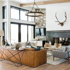 Studio McGee Gives a Utah Mountain Home a Modern Edge Photos Design Living Room, Living Room Modern, Home Living Room, Small Living, Architectural Digest, Mountain Home Interiors, Modern Mountain Home, Mountain Living, Mountain Decor