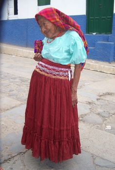 La Xihua-Xochit/ Mujer-Flor/ Flower-Woman. She was a personality  in Panchimalco. She past away on 2007. El Salvador. Foto: Ana Silva