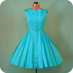 Jeg samler på vintage 50er kjoler og har efterhånden fået skaffet mig en pæn samling skønheder. Desværre kun på...