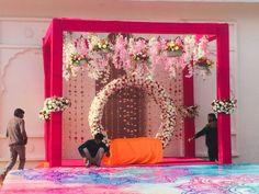 Indian Wedding Stage, Wedding Stage Backdrop, Wedding Stage Design, Wedding Hall Decorations, Desi Wedding Decor, Backdrop Decorations, Wedding Mandap, Backdrop Design, Wedding Chairs