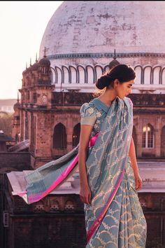Indian Bridal Wear, Indian Wedding Outfits, Indian Outfits, Indian Wear, Khadi Saree, Salwar Kameez, Saree Blouse Designs, Blouse Patterns, Sari Blouse