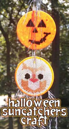 Make pretty Halloween suncatchers by melting pony beads in baking pans! (on the grill, it says I think thats because plasic melting smells really bad?) great summer project must try! Fall Crafts, Halloween Crafts, Crafts For Kids, Diy Crafts, Halloween Ideas, Melted Bead Crafts, Pony Bead Crafts, Melted Pony Beads, Pony Bead Projects