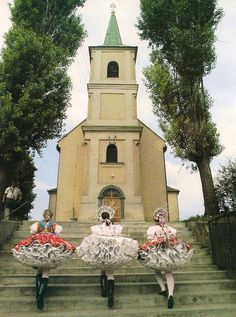Hungary - Rimóci lányok a kápolnadombon palóc viseletben - Északi-középhegység - 1984
