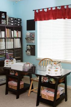 I like the organization. Some of the craft rooms/offices on here are gorgeous but not realistic for most people. I think that this one IS both. Very nicely done!