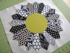 This specific picture (Dresden Plate Quilt Block Pattern dresden plate block sew along sew mama sew outstanding sewing) previ Quilting Tips, Quilting Projects, Sewing Projects, Quilting Fabric, Quilting Tutorials, Fabric Art, Sewing Tutorials, Dresden Quilt, Dresden Plate Patterns